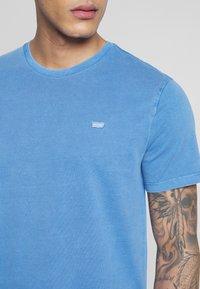 Levi's® - THE ORIGINAL TEE - T-Shirt print - patch tee riverside - 5