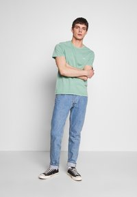 Levi's® - THE ORIGINAL TEE - Camiseta estampada - creme de menthe - 1