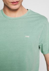 Levi's® - THE ORIGINAL TEE - Camiseta estampada - creme de menthe - 4