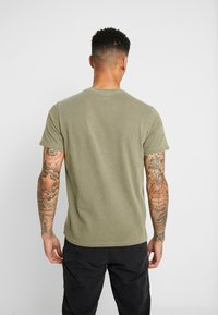 Levi's® - THE ORIGINAL TEE - T-shirt con stampa - olive night - 2