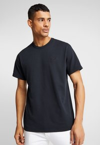 Levi's® - AUTHENTIC CREWNECK TEE - T-paita - mineral black - 0