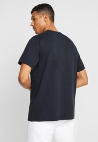 Levi's® - AUTHENTIC CREWNECK TEE - T-paita - mineral black - 2