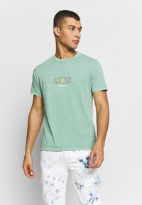 Levi's® - BOXTAB GRAPHIC TEE - T-shirts med print - creme de menthe - 0