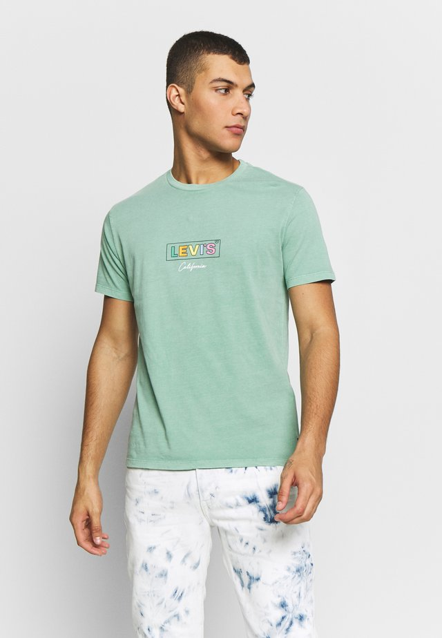 BOXTAB GRAPHIC TEE - T-shirt con stampa - creme de menthe