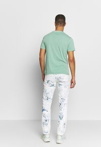 Levi's® - BOXTAB GRAPHIC TEE - T-shirts med print - creme de menthe - 2