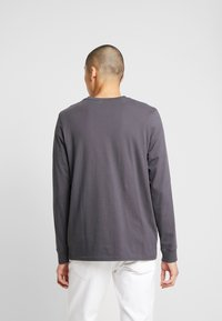 Levi's® - LS RELAXED GRAPHIC TEE - Long sleeved top - 90's serif logo ls forged iron - 2