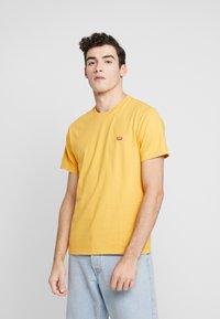 Levi's® - THE ORIGINAL TEE - T-Shirt print - golden apricot - 0