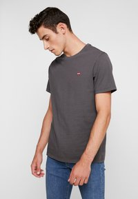 Levi's® - THE ORIGINAL TEE - T-Shirt print - forged iron - 0