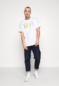 Levi's® - RELAXED GRAPHIC TEE - T-shirt con stampa - white - 1