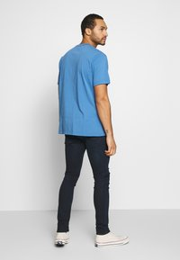 Levi's® - RELAXED GRAPHIC TEE - Camiseta estampada - blue - 2