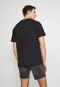 Levi's® - RELAXED GRAPHIC TEE - T-shirt con stampa - black - 2