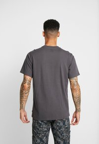 Levi's® - RELAXED GRAPHIC TEE - T-shirt imprimé - forged iron - 2