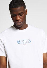 Levi's® - TEE - Print T-shirt - white - 4