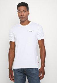 Levi's® - GRAPHIC CREWNECK TEE - Print T-shirt - white - 0