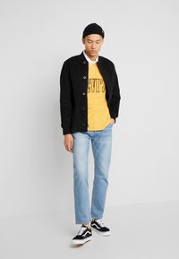 Levi's® - AUTHENTIC PIECED RUGBY - Koszulka polo - golden apricot - 1