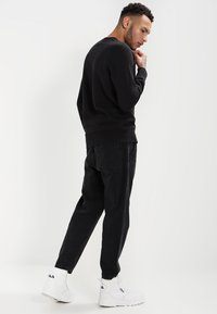 Levi's® - ORIGINAL ICON CREW - Sweatshirt - black - 2