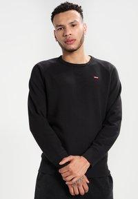 Levi's® - ORIGINAL ICON CREW - Sweatshirt - black - 0
