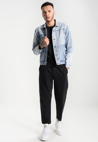 Levi's® - ORIGINAL ICON CREW - Sweatshirt - black - 1