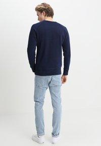 Levi's® - ORIGINAL ICON - Sweatshirt - crew indigo - 2