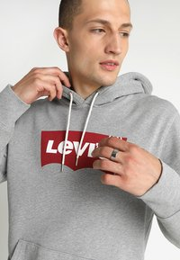 Levi's® - GRAPHIC HOODIE - Sweat à capuche - midtone heather grey - 4