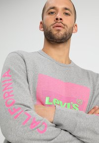 Levi's® - GRAPHIC CREW - Sweatshirt - midtone heather grey - 3