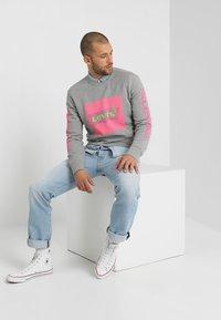 Levi's® - GRAPHIC CREW - Sweatshirt - midtone heather grey - 1