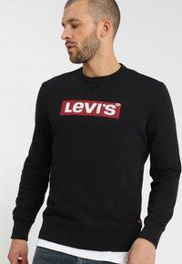 Levi's® - GRAPHIC CREW - Mikina - logo  crew mineral black - 0