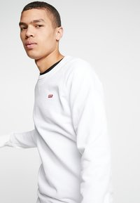 Levi's® - ORIGINAL ICON CREW - Collegepaita - white - 3