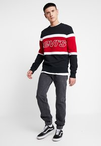 Levi's® - PIECED CREW - Felpa - black/white - 1