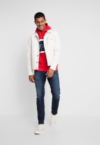 Levi's® - PIECED HOODIE - Luvtröja - racer colorblock brilliant red/ white /  blues - 1
