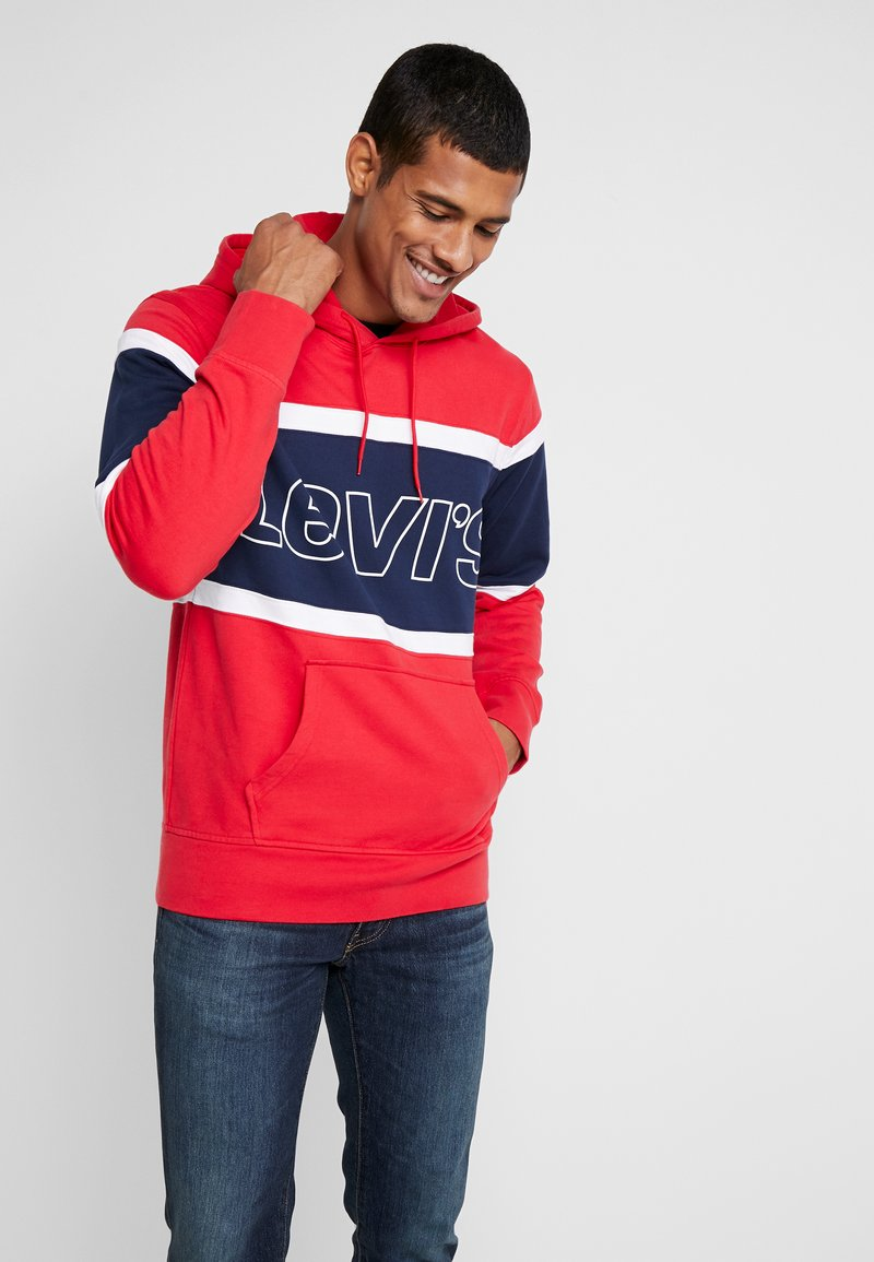 Levi's® - PIECED HOODIE - Jersey con capucha - racer colorblock brilliant red/ white /  blues