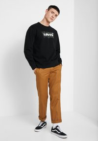 Levi's® - GRAPHIC CREW  - Sweatshirt - mineral black - 1