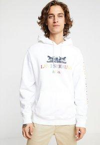 Levi's® - GRAPHIC  - Hoodie - white - 0