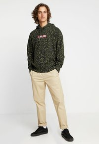 Levi's® - GRAPHIC  - Hoodie - bubble cheetah olive woods - 1
