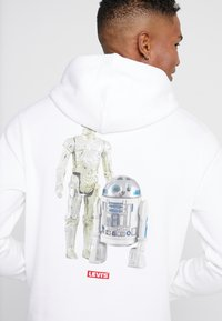 Levi's® - LEVI'S® X STAR WARS GRAPHIC PO HOODIE - Luvtröja - androids white - 6