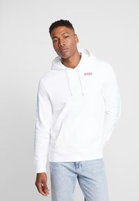 Levi's® - LEVI'S® X STAR WARS GRAPHIC PO HOODIE - Luvtröja - androids white - 2