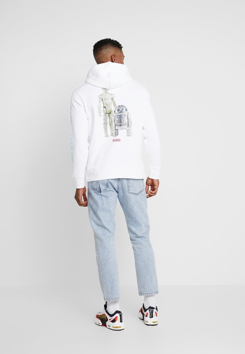 Levi's® - LEVI'S® X STAR WARS GRAPHIC PO HOODIE - Luvtröja - androids white