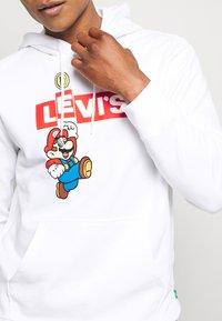 Levi's® - LEVI'S® X SUPER MARIO GRAPHIC PO HOODIE- B - Huppari - white - 5