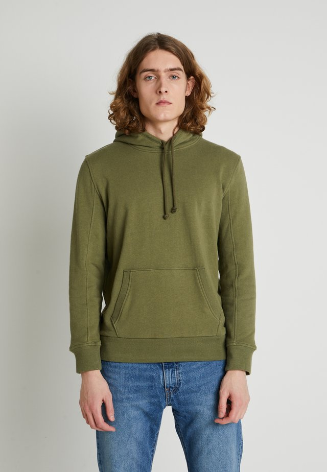 WELLTHREAD HOODIE - Jersey con capucha - olive