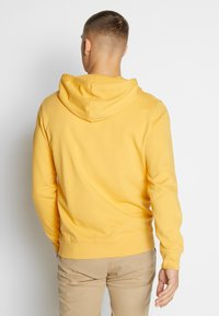 Levi's® - GRAPHIC HOODIE - Luvtröja - golden apricot - 2