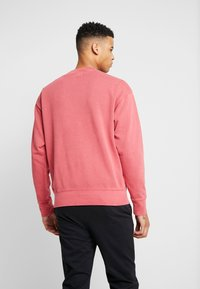 Levi's® - AUTHENTIC LOGO CREWNECK - Collegepaita - earth red - 2