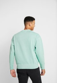 Levi's® - AUTHENTIC LOGO CREWNECK - Sweatshirt - creme de menthe - 2