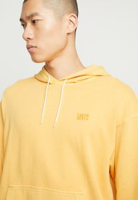 Levi's® - AUTHENTIC HOODIE - Hoodie - golden apricot - 3