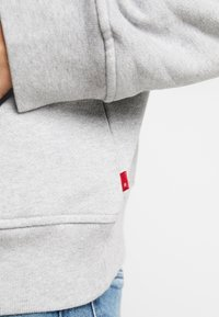 Levi's® - RELAXED GRAPHIC HOODIE - Hoodie - mid tone grey heather