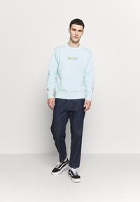 Levi's® - GRAPHIC CREW - Sweatshirt - clearwater - 1