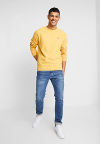 Levi's® - ORIGINAL ICON CREW - Sweater - golden apricot - 1