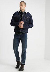 Levi's® - TYPE 3 SHERPA TRUCKER - Giacca di jeans - rockridge - 1