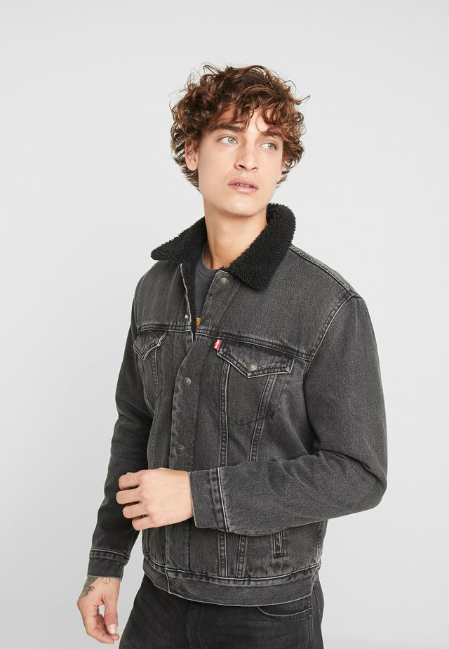 TYPE 3 SHERPA TRUCKER - Jeansjacke - black denim