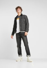Levi's® - TYPE 3 SHERPA TRUCKER - Farkkutakki - black denim - 1