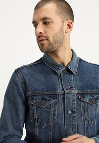 Levi's® - THE TRUCKER JACKET - Farkkutakki - mayze trucker - 3